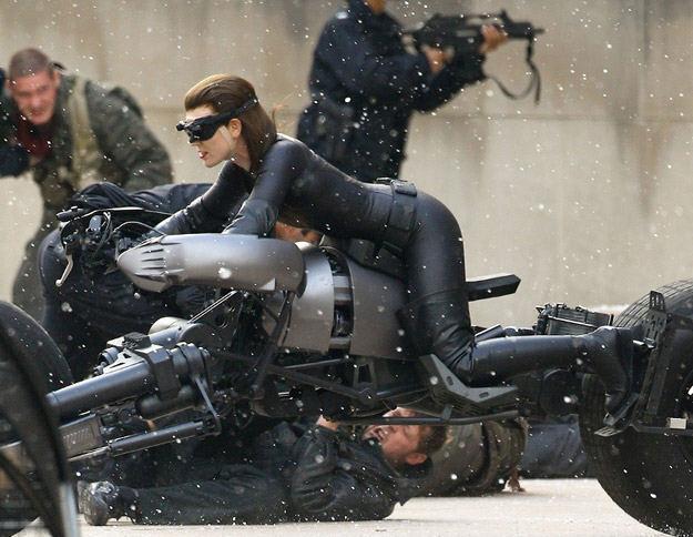 """Photos of Anne Hathaway Stunt Double on """"The Dark Knight ... Joseph Gordon Levitt"""